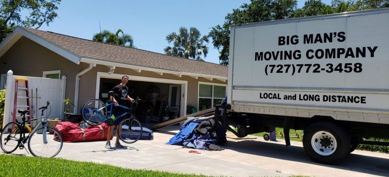a moving truck representing bradenton movers
