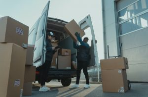 single moms moving to Tampa will need help from reliable moving company