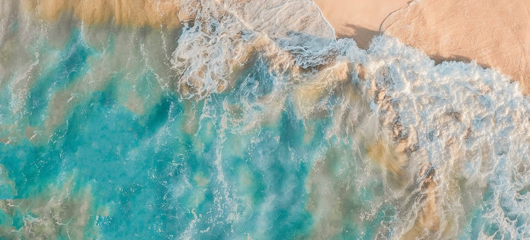 Shore with big waves splashing it from aerial view